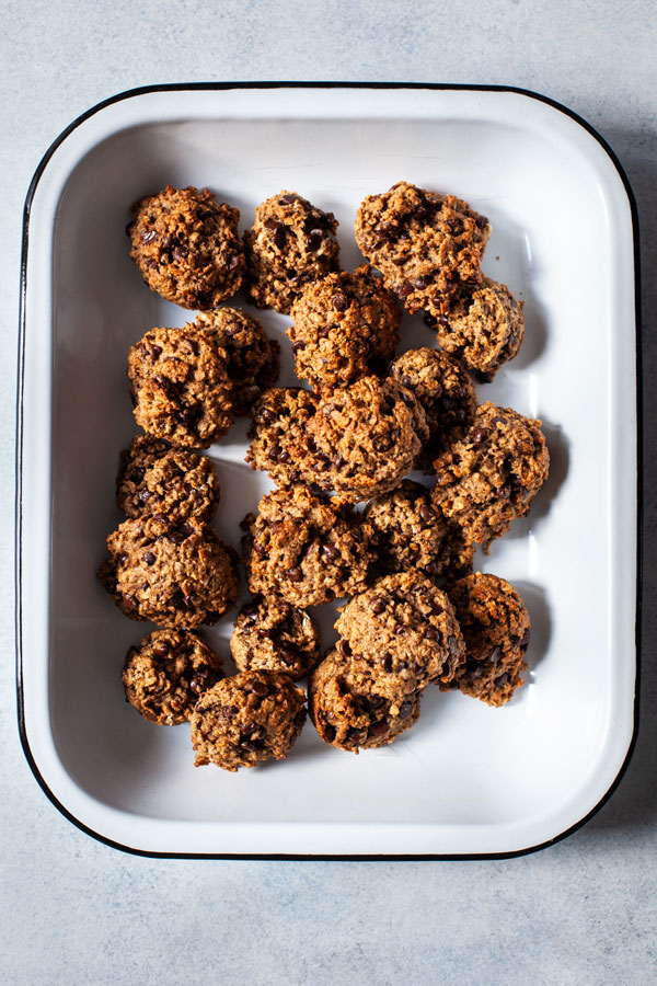 Whole Grain Vegan Banana Chocolate Chip Oatmeal Cookies | The Full Helping